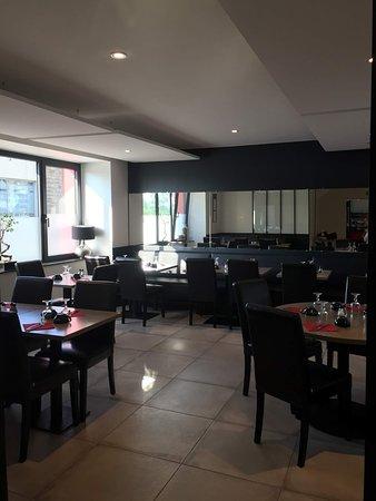 Rostrenen, ฝรั่งเศส: Photo de la nouvelle salle - Après rénovation