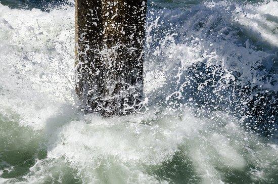 Swakopmund Jetty: Water crashing