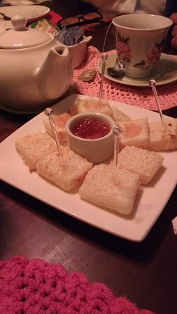 Itaara, RS: Dadinhos de tapioca com geleia de pimenta e chá.