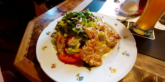 Tschagguns, Austria: Салат с мясом птицы за 17 евро удивил ценой высокой