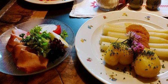 Tschagguns, Austria: Спаржа - вполне неплохо приготовлено