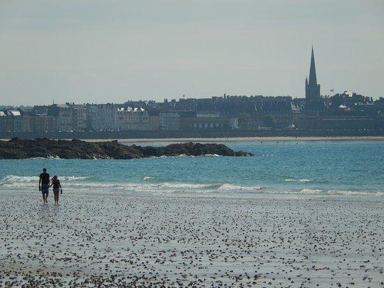 Kyriad Saint Malo Centre - Plage: Vue sur St Malo
