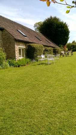 The Gaskell Arms Hotel: Garden
