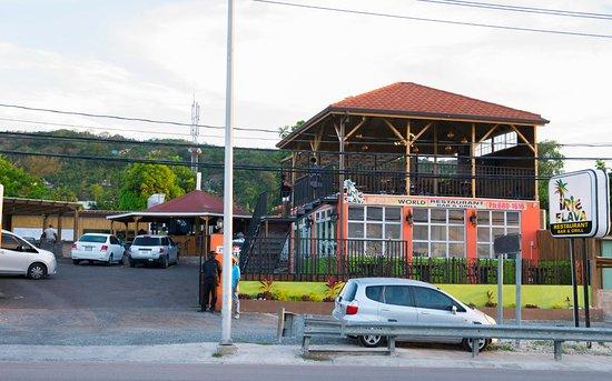 Irie Flava Restaurant, Bar & Grill: right across from Iberostar