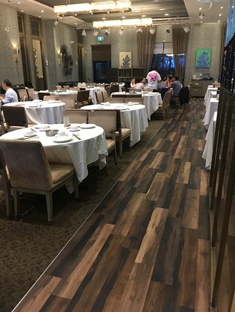 The Deluxe Chinese Restaurant: General dining area