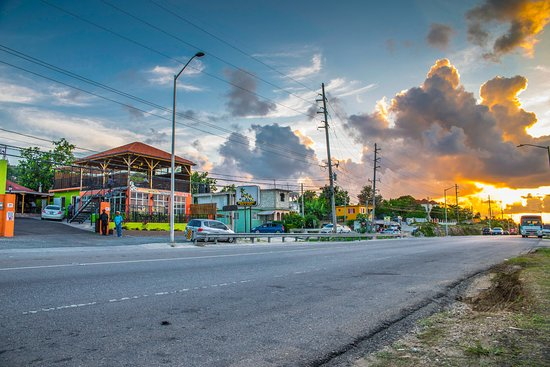 Irie Flava Restaurant, Bar & Grill: Anytime of day