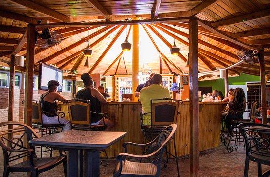 Irie Flava Restaurant, Bar & Grill: entertaining