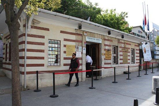 Βασιλική Κινστέρνα: Неприметное здание музея Базилики