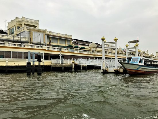 Chao Phraya Express Boat: Views in the river