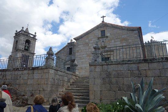 Igreja de Santiago e Panteão dos Cabrais: Conjunto da torre sineira, igreja e panteão