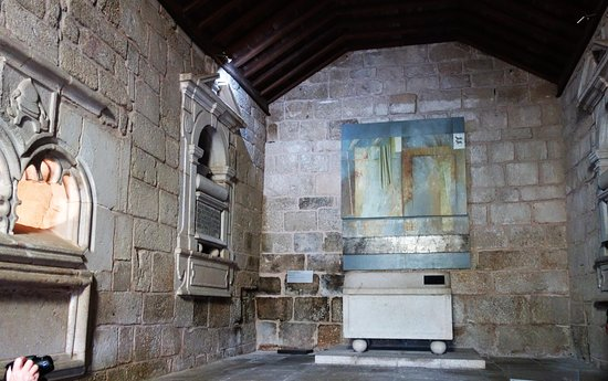 Igreja de Santiago e Panteão dos Cabrais: Tumulo de Pedro Alvares Cabral