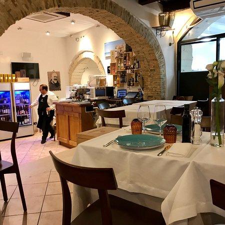Ristorante La Taverna: Mangiata di pesce spettacolare!!! Locale elegante e ben organizzato, cibo di altissima qualità.