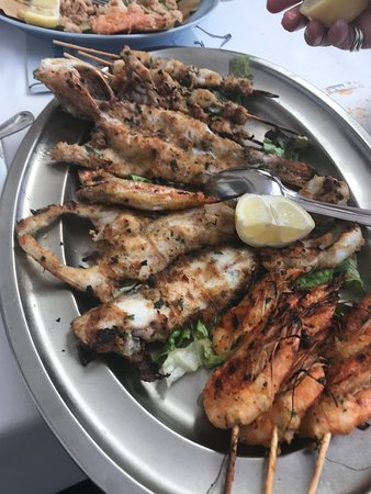 Trattoria La Marianna: Pinchos de gambas, calamares y pescados