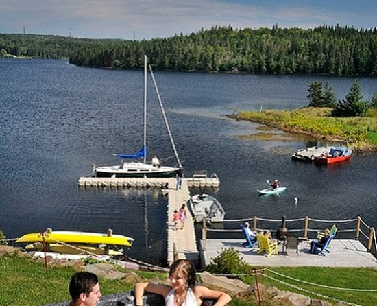 St. Peter's, Canadá: Hot tub and dock