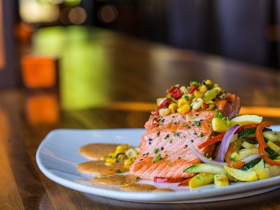 Twigs Bistro and Martini Bar: Pepper Salmon