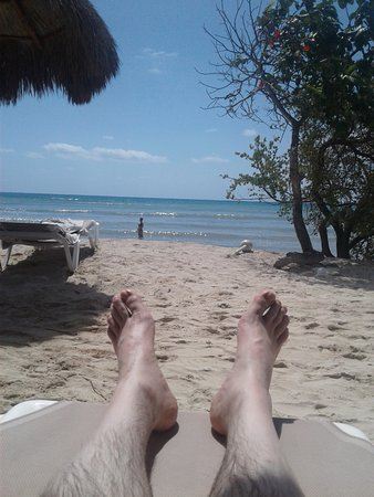 Platinum Yucatan Princess All Suites & Spa Resort: relaxing with a beverage (or two) at the adult beach