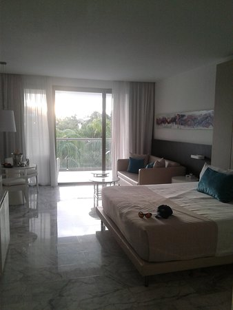 Platinum Yucatan Princess All Suites & Spa Resort: a very nice, clean room. housekeeping was excellent