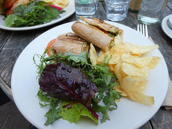 Plant Cafe: Sandwich mit Chips