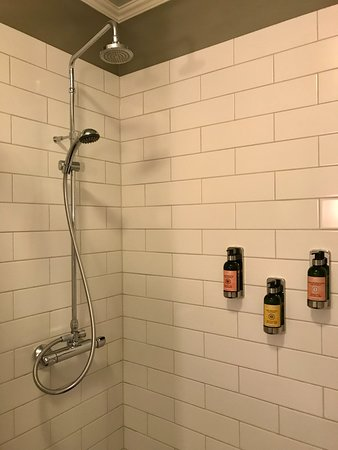 Reykjavik Residence Hotel: Delicious toiletries and rainfall shower pressure