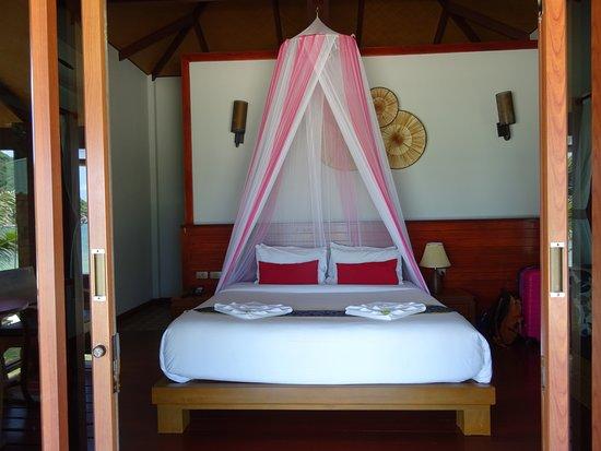 Pingchan Beach Resort: Bed having sea view