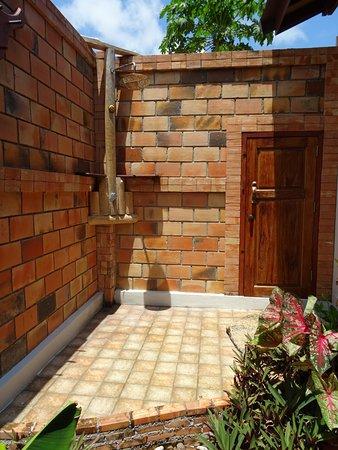 Pingchan Beach Resort: Outside shower in private garden