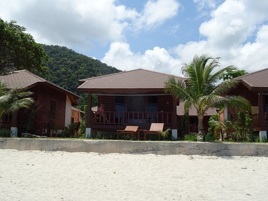 Pingchan Beach Resort: Bungalow view from the sea