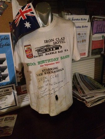 Marble Bar, Australia: Take time and read the various item dusplayed