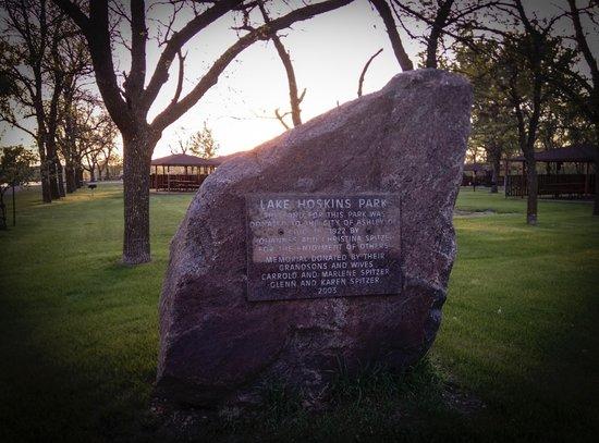 Ashley, Dakota del Norte: Dedication Stone