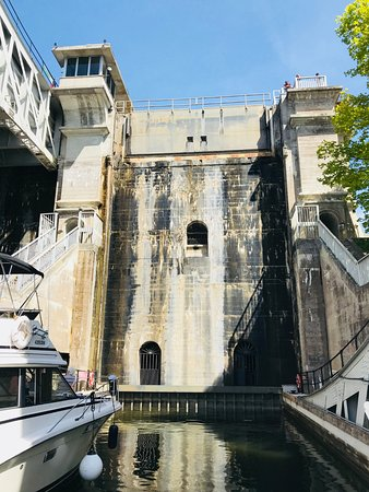 Liftlock and The River Boat Cruises: View as you enter the big lock.