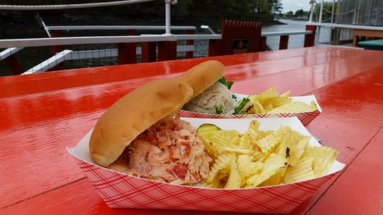 ‪‪Kittery Point‬, ‪Maine‬: Lobster roll and crab roll‬