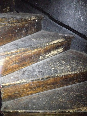 Melt Bar & Restaurang: Original old worn wooden staircase - adds to the ambience