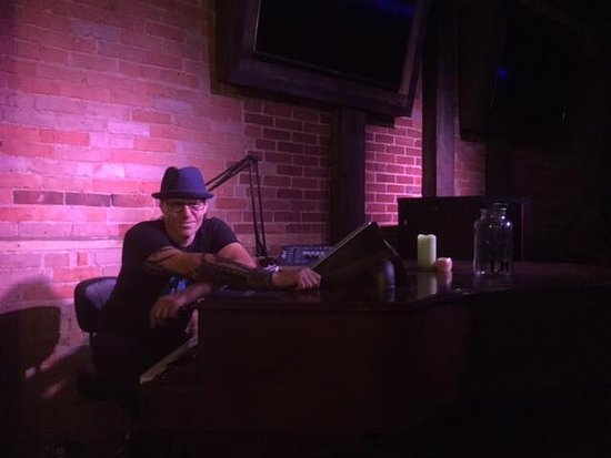 The 2 Grands Piano Bar and Steakhouse: Musician Piano lead
