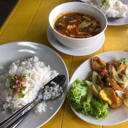 Nice Malaysian food in a relaxed beautiful beach 🏝