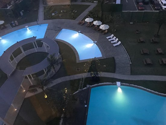 Aston Cirebon Hotel & Convention Center : Taking a swimming pool picture from my room