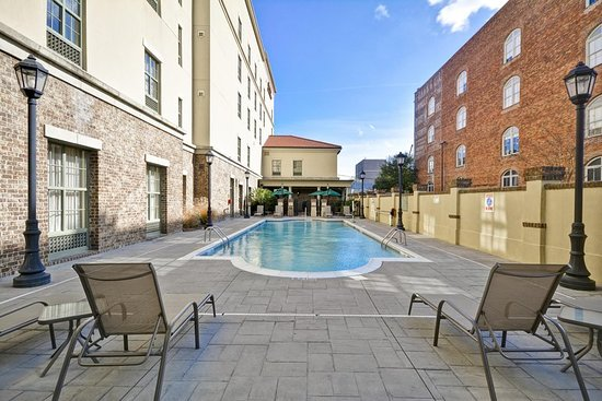 Hampton Inn & Suites Savannah Historic District: Pool