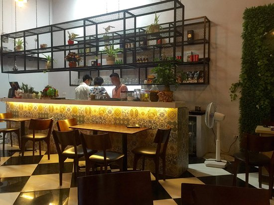 Vietnamese Restaurant 64 & Awesome Cooking Class: The cafe counter