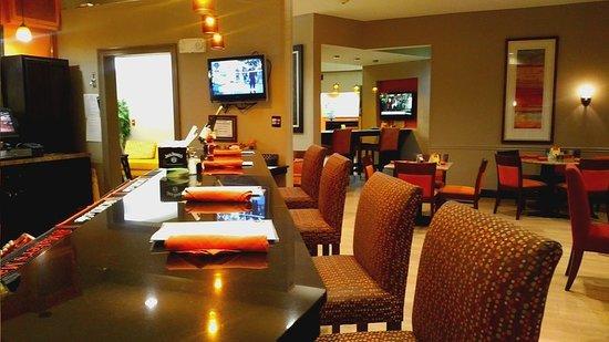Holiday Inn Opelousas: Bar/Lounge