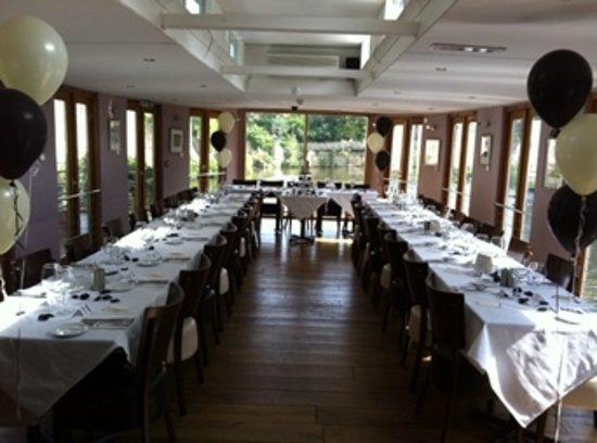 Embankments Floating Restaurant照片