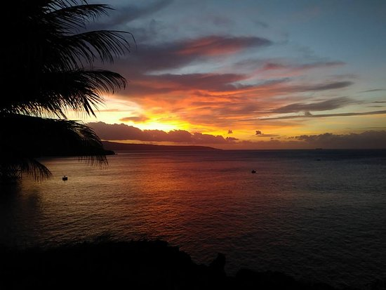 Flying Fish Cove, Australien: Just across the way, a beautiful sunset.