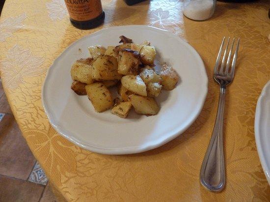 Santuario di Montevergine, Italy: Patate al forno - deliziose