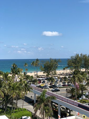 Bahia Mar Fort Lauderdale Beach - a Doubletree by Hilton Hotel: View of the beach