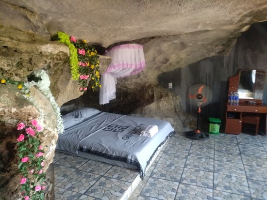 Hoa Lu District, เวียดนาม: Rooms inside the mountain just only Tam Coc Homestay got!