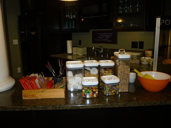 Touchet, WA: The kitchen with all of the snacks, that are free