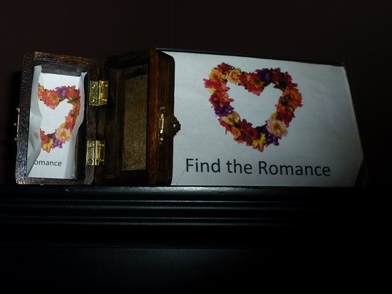 Touchet, WA: When you stay at Cameo Mansion, you must find Romance in your room.