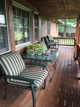 Gravois Mills, MO: Front covered deck