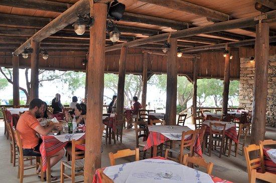 Ταβέρνα Αποθήκη: Taverne Apotiki, la terrasse