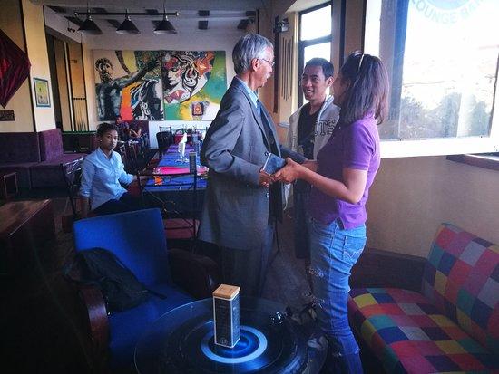 Le Point d'Exclamation Lounge Bar: Lieu de rencontre