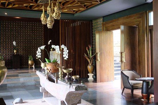 Lumbung restaurant entrance and interior