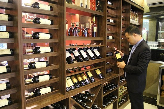 3Vins Restaurant & Wine Bar: Best wine selection, good price and store condition.