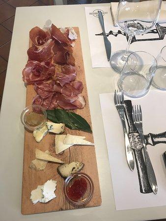 Volastra, Italia: Tagliere formaggi e salumi